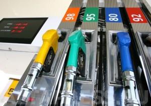 Чому бензин не дешевшає в Україні