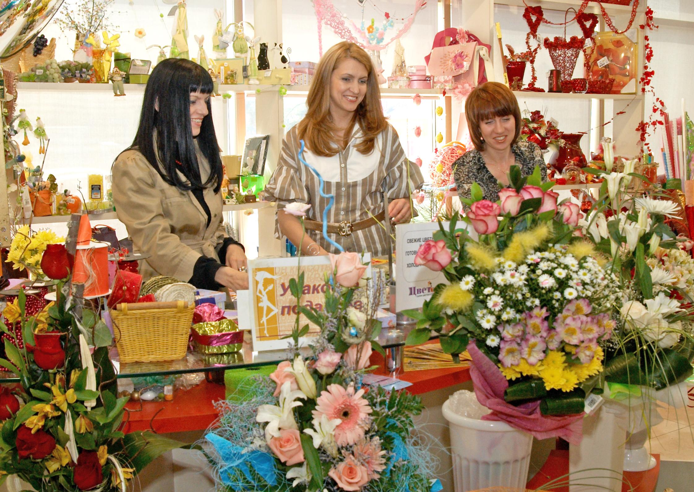 Что должен делать флорист в цветочном магазине
